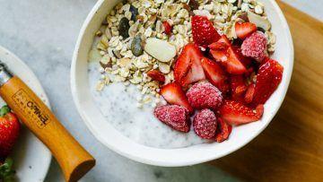 vegan muesli with chia yogurt