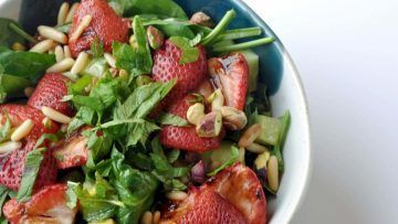 vegan balsamic strawberry salad