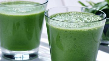 vegan spirulina fruit smoothie