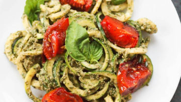 vegan zoodles with pesto and tomatoes