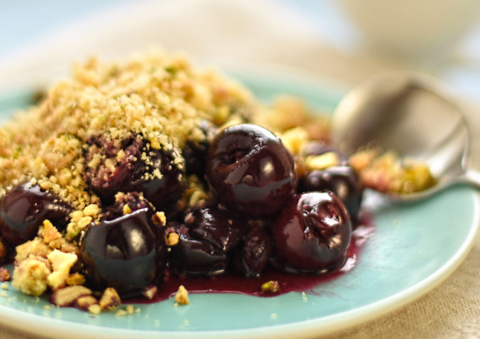 vegan cherry almond and pistachio crumble