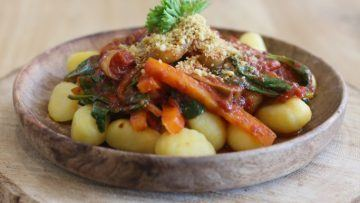 vegan gnocchi with tomato and vegetable sauce