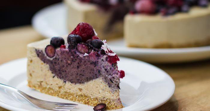 raw vegan berry cheesecake