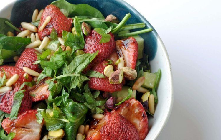vegan balsamic strawberry salad