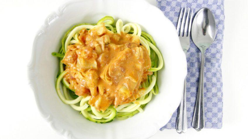 vegan zoodles with tomato and artichoke sauce