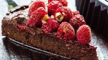 vegan healthy fudgy chocolate cake