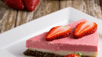 vegan raw strawberry, lemon, macadamia cheesecake
