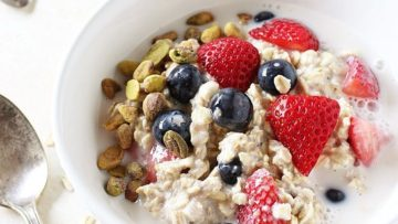 vegan berry vanilla ovenight oats