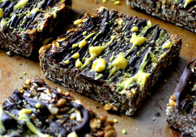 vegan cashew, chocolate and turmeric protein bars
