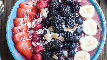 vegan mixed berry detox smoothie bowl